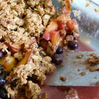Peach blueberry crisp_served