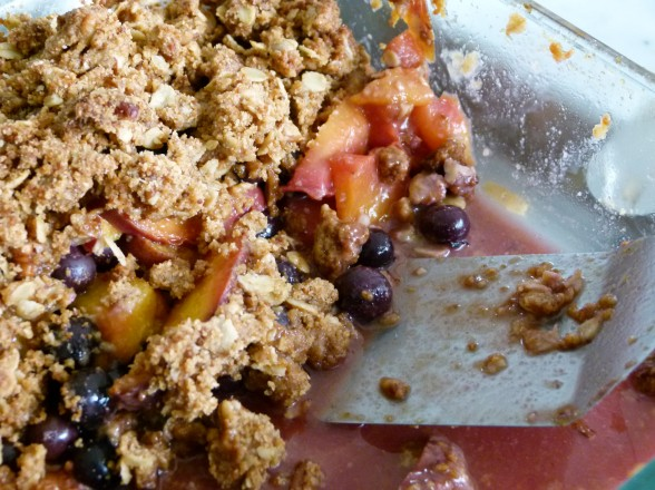 Peach Blueberry Oat Crisp | Evolve Fitness & Coaching