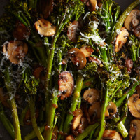 Broccolini with winey mushrooms